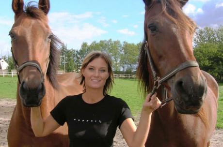 Camilla holder heste